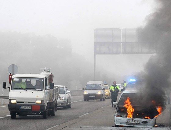 La niebla causa cuatro accidentes en la A-4