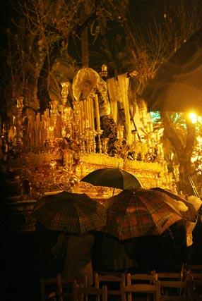 Lluvia el Sábado Santo y esplendor el Domingo de Resurrección