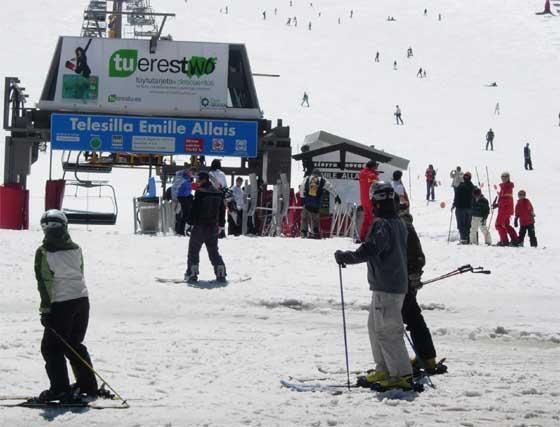 Galería gráfica: Último día de la temporada de esquí en Sierra Nevada