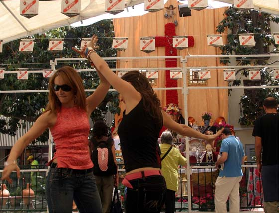 Un recorrido por la tradición de las cruces en Granada