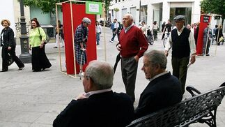 Caras opuestas en la calle Larga