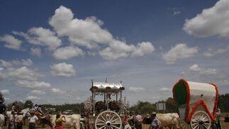 Las hermandades sevillanas cruzan el Quema