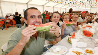 Huevos, chorizo y sandías para más de 3.000 personas