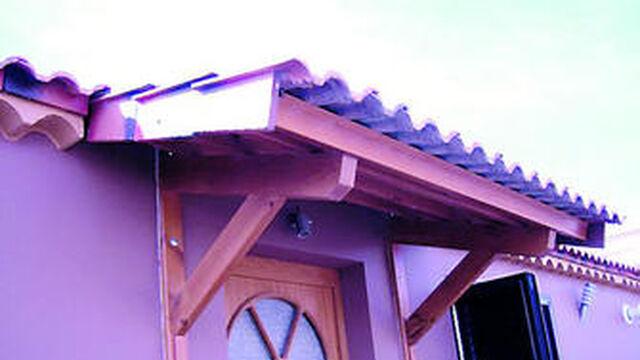 Marquesinas de madera un toque de elegancia para la - Tejadillos sobre puertas ...