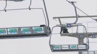 Un fallo técnico provocó la caída de seis sillas, tras la que resultaron heridas 23 personas en la zona de principiantes de Borreguiles, en Sierra Nevada.  Foto: Miguel Rodriguez
