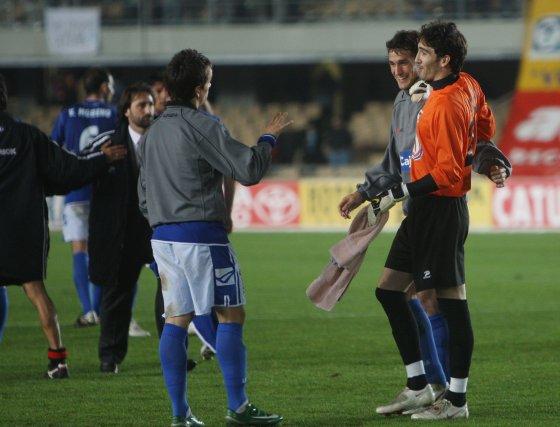 Al final, Carlos Calvo y Calle felicitaron a Cobeño por su actuación.  Foto: Juan Carlos Toro