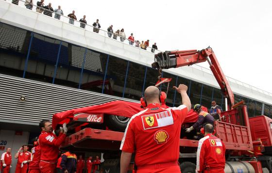 El Ferrari de Massa, a su llegada al pit-lane.  Foto: Juan Carlos Toro