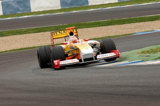 Nelsinho Piquet, con el R29, marcó los peores registros en la primera jornada de entrenos.  Foto: Juan Carlos Toro