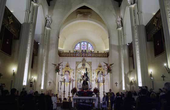 La iglesia estaba llena para la misa preparatoria del Vía Crucis.  Foto: Antonio Pizarro