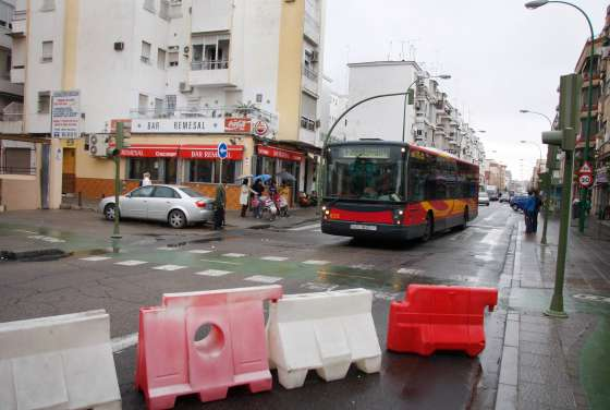 La Avenida de Pino Montano, ahora de sentido único, servirá para acceder a la Ronda de Pío XII.  Foto: Victoria Hidalgo