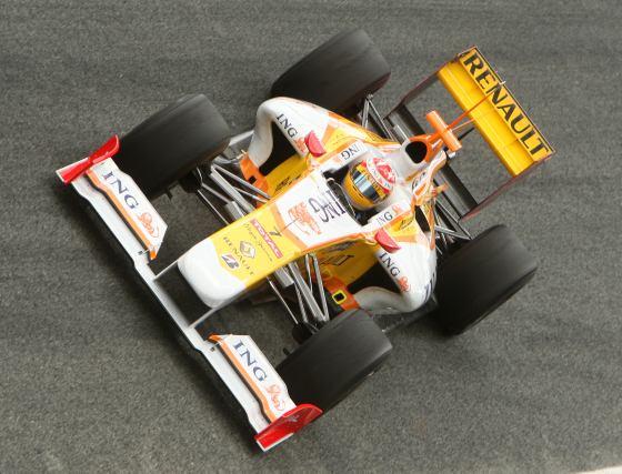 Fernando Alonso (Renault) ostentó durante todo el día la mejor vuelta aunque minutos antes de finalizar los entrenamientos Glock y Massa le superaron.  Foto: J. C. Toro