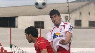 La épica arroja puntos: El Granada 4 derrotó al Roquetas por 1-0.  Foto: Pepe Torres