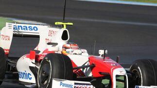 Timo Glock logró arrebatar el mejor tiempo de Fernando Alonso al que batía por cuatro décimas.  Foto: J. C. Toro