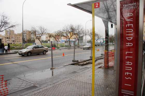 Las paradas de autobuses se están viendo afectadas por las obras.  Foto: Victoria Hidalgo