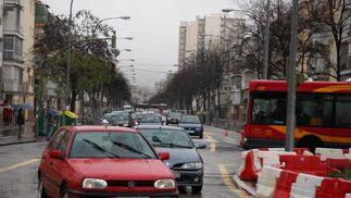 Los coches circulan por el sentido único de la segunda ronda.  Foto: Victoria Hidalgo