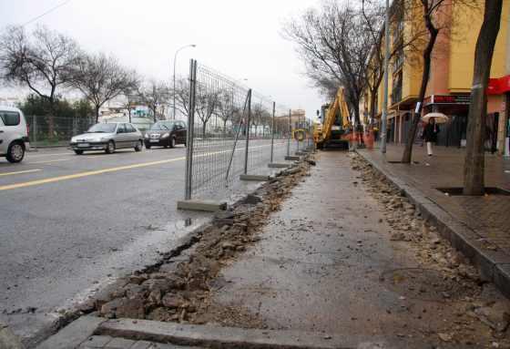 Ya han comenzado las obras en los carriles de la segunda ronda.  Foto: Victoria Hidalgo