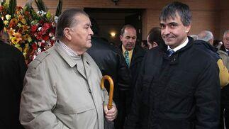 El ex presidente del Granada CF, Pedro Aragón y el abogado del Granada 74, Francis Bueno.  Foto: Pepe Torres