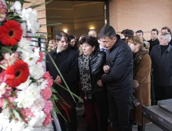 El yerno de Miguel Prieto, Lucas Alcaraz, apoya a Mati, esposa de Miguel Prieto.  Foto: Pepe Torres