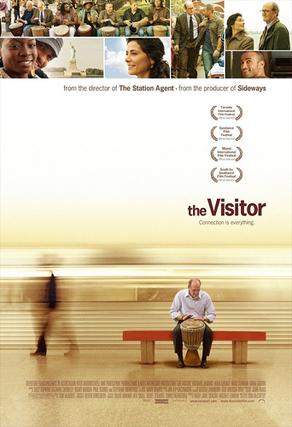 """THE VISITOR Dirección: Thomas McCarthy. Interpretación: Richard Jenkins (Walter Vale), Hiam Abbass (Mouna), Haaz Sleiman (Tarek), Danai Gurira (Zainab). Estreno: 13 de marzo  """"The visitor"""" se centra en un desencantado profesor de universidad (Richard Jenkins) que un día se encuentra a una pareja viviendo en su apartamento. A medida que vaya conociendo a estos dos extraños, descubrirá una nueva vida y un nuevo mundo."""