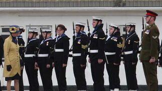La Princesa pasó revista a la Guardia de Honor y a los oficiales de mayor rango del Regimiento  Foto: Paco Guerrero
