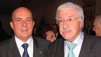 """José Luis Segura y Antonio Bustos, del curso """"Temas sevillanos"""".  Foto: VICTORIA RAMIREZ"""