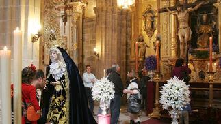 Nuestra Señora del Perpetuo Socorro y el Santísimo Cristo del Perdón estuvieron expuestos en ceremonia de besamanos y besapies, respectivamente, en la Catedral.  Foto: Vanesa Lobo