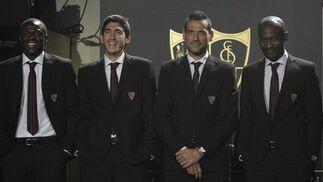 Kone, José Carlos, Palop y Zakora posan con los trajes.  Foto: Manuel Gomez