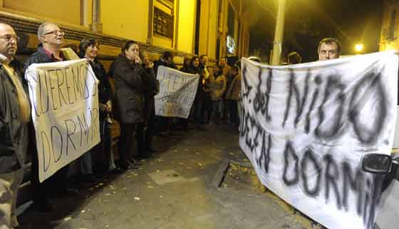 Los vecinos de la zona protestan por el ruido precedente de la discoteca Soho.  Foto: Manuel Gomez