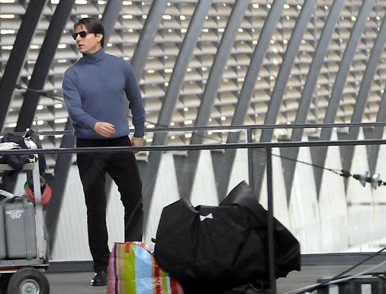 Tom Cruise durante el rodaje del filme 'Knight&Day' en la estación de Santa Justa.  Foto: Juan Carlos Vázquez