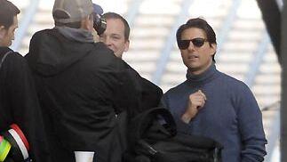 Los actores Tom Cruise y Peter Sarsgaard durante el rodaje del filme 'Knight&Day' en la estación de Santa Justa.  Foto: Juan Carlos Vázquez