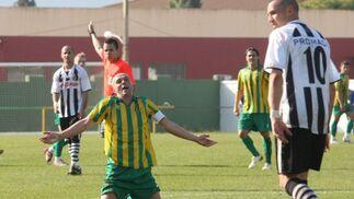 El equipo linense se impone en el derbi tras vencer por cero tantos a dos a la Unión Deportiva Los Barrios en el polideportivo de San Rafael en un ambiente de gran deportividad.  Foto: Paco Guerrero