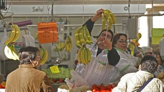 El renovado mercado central abrió sus puertas con lleno de público  Foto: Joaquin Pino