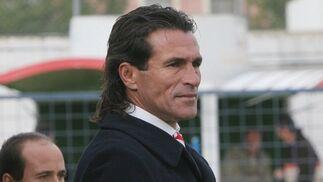 El técnico sevillista Diego Rodríguez se encaró con el público y no quiso realizar declaraciones.  Foto: Vanesa Lobo