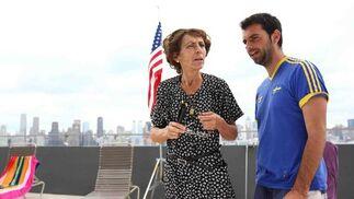 El director, Alexis Morante, junto a la actriz sevillana María Alfonsa Rosso, durante el rodaje de 'Voltereta'. / J.D.