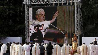Retransmisión del mensaje que ha mandado el Papa a los asistentes a la concentración. / EFE