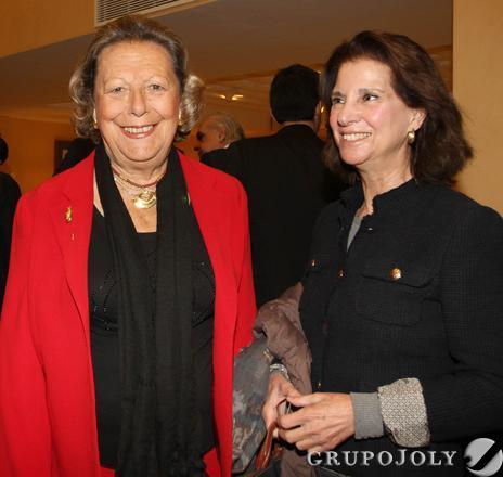 Enriqueta Vila, directora de la Academia de Buenas Letras, e Isabel León, presidenta de la Academia de Bellas Artes.  Foto: Juan Carlos Vázquez / Belén Vargas/ Manuel Gómez