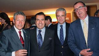 Manolo Vázquez, entre los diestros Rafael Torres y Diego Ayala, y Pepe Vázquez.  Foto: Victoria Ramírez