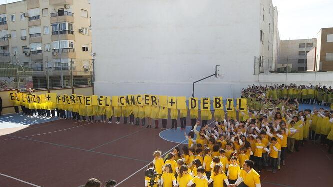 El acto con motivo del Día del Niño con Cáncer celebrado en el Colegio Ciudad de Almería de la capital.