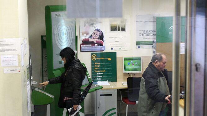 Oficina Del Sae Of El Paro Baja En Andaluc A En Personas En El Mes De
