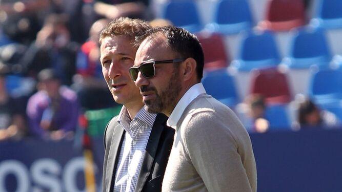 Lozano arropó a Ramis en su debut como técnico de la LFP en el Ciudad de Valencia.