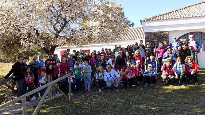 Foto de familia de los participantes en la ruta celebrada este pasado domingo.
