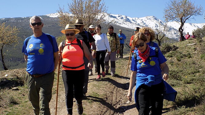 Momento de la ruta con Sierra Nevada de fondo.