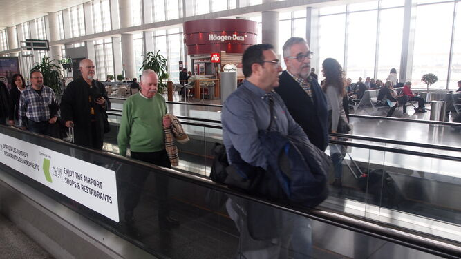 El vuelo con la capital de Europa realizó a mediodía desde Málaga.