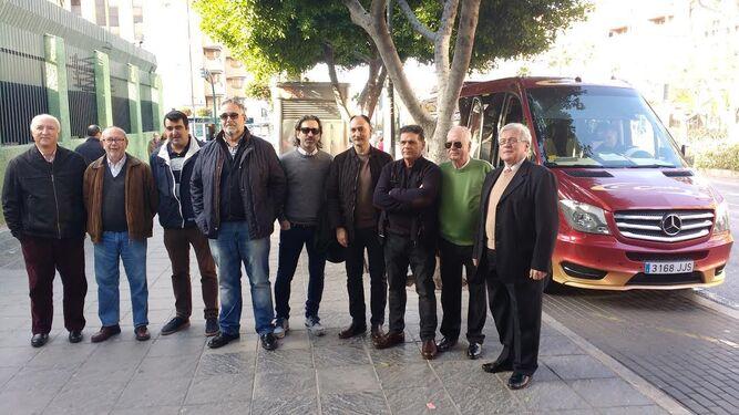 La salida se realizó desde la puerta de La Salle a las diez de la mañana de ayer en un microbús con destino a Málaga.