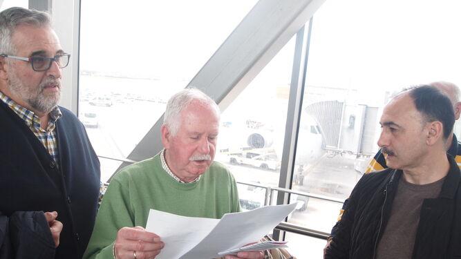 Jesús Martínez (Asafal) repasando los dictámentes e informes en el trayecto.