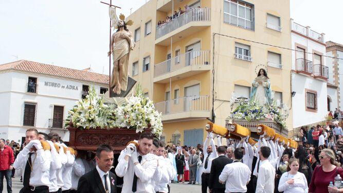 La ciudad de Adra ha vivido intensamente el Domingo de Resurrección.