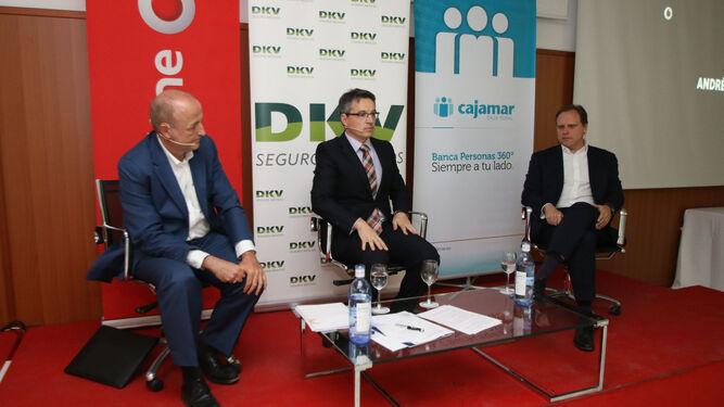 El exministro de Industria, Miguel Sebastián, y el economista Daniel Lacalle, durante su diálogo.