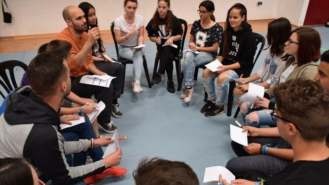 Estudiantes en uno de los talleres.
