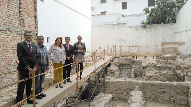 Un hallazgo del renacimiento en la nueva oficina de for Oficinas cajamar almeria