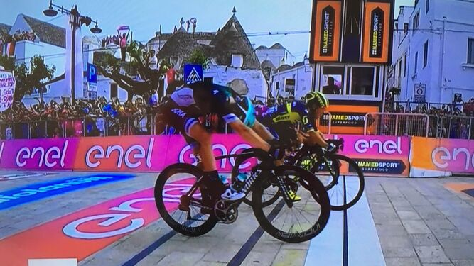 Ewan gana, en una carrera decidida con 'photo finish'